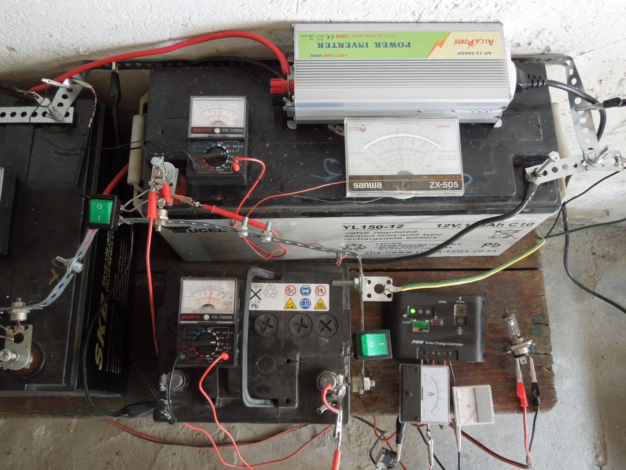 Pannello Solare Per Caricare Batteria Auto : Impianto a pannelli solari e batterie